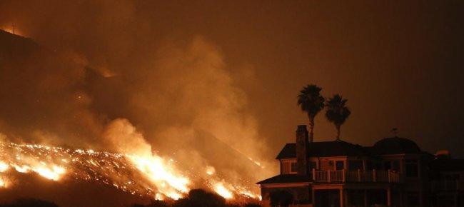 Laregione le fiamme minacciano los angeles evacuate for Cabine romantiche nel sud della california
