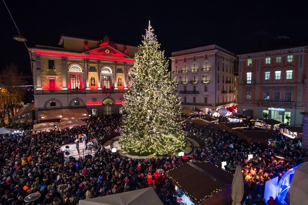 Decorazioni Natalizie Lugano.Nuove Idee Per L Albero Di Natale Laregione