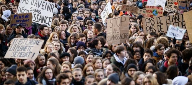 Giovani precari che pensano che il loro problema sia… il cambiamento climatico.
