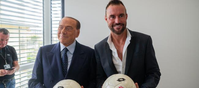 official photos c0b89 4ffee Lugano 'sposa' Berlusconi e Plein. Il Ps: 'non c'è niente da ...